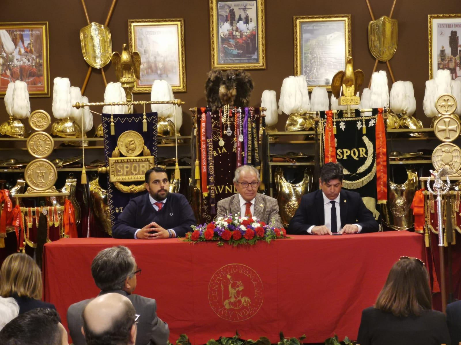 Algunas imágenes de la presentación del cartel, del programa de actividades y de la revista de la Centuria Romana Munda